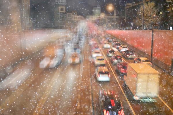 東名は雪で通行止め区間拡大!! 雪が降ったら道路はどう規制される?