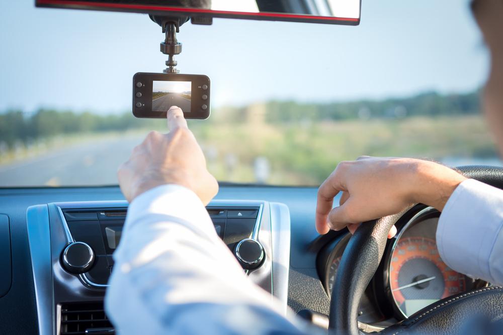あおり運転対策の切り札 「ドライブレコーダー」が送られてくる保険が人気急上昇!