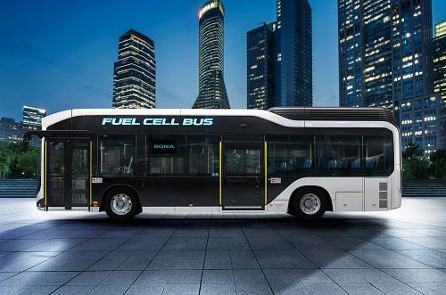 トヨタが市販型FCバスを発表 その名も「SORA」