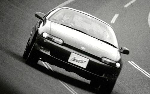 加速はいたって普通だが、930㎏に抑えた車重と2300㎜の短いホイールベースで、想像以上に運動性能は高かった