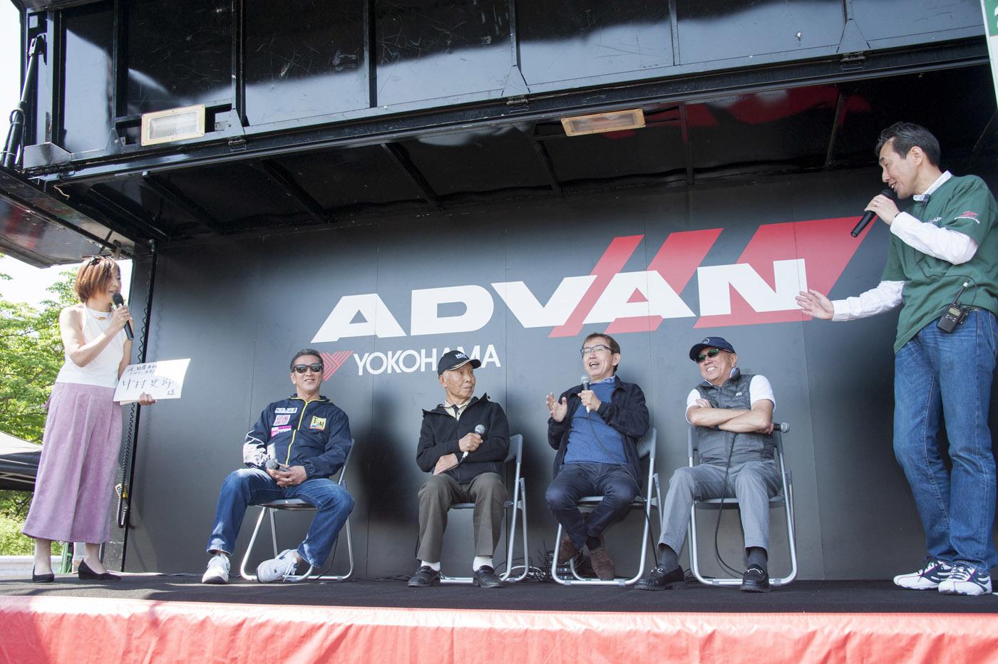 (写真右)柳田春人/元レーシングドライバー「Zの柳田」・セントラル20代表、(右から二番目)中村史郎、(左から二番目)久保靖夫/チューナー、スピードショップクボ代表、(写真左) 桑島正美/元レーシングドライバー「黒い稲妻」
