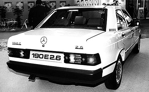 2.6のエンブレム以外190Eとの違いはないリアビュー。ブルーノ・サッコのデザインした190のエクステリアはCd値0.33と、当時としては秀逸だった