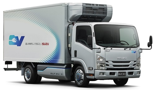 2018年末までの量産化を目指す小型EVトラック。最大積載量3トン。車体下部にリチウムイオン電池を搭載し、航続距離は100㎞以上。冷凍機などの架装物も、バッテリーの電力で作動させることができる