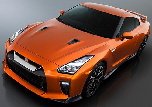 南アフリカ仕様は2グレード展開となっており、プレミアムエディションが217万ランド(約1931万円)、ブラックエディションが225万ランド(約1980万円)のスターティングプライスに。エンジンスペックは563ps/64.5㎏mと若干日本仕様よりパワーダウン