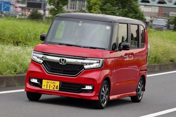 ホンダ N-BOX。価格は138万5640円~。ターボエンジンのカスタムは200万円に迫り軽としては高価だが、300万円以下という条件では余裕の価格帯だ