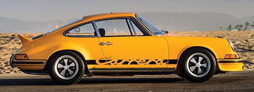 911カレラRS2・7にはツーリング、スポーツ、レーシングと3つのバージョンがありツーリングが標準、スポーツは960㎏に車重が抑えられたモデル、レーシングは足周りまで違うレース仕様。生産台数はツーリング1324台、スポーツ200台、レーシング56台、あわせて1580台とされる