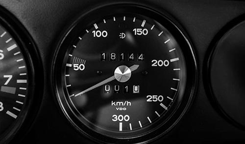 300㎞/hまで刻まれたスピードメーターに痺れる