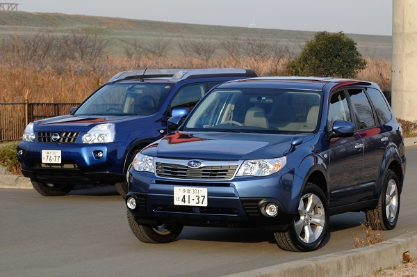 3代目(左)と2代目改良後モデルのフォレスター(右)。2代目は2002-2007年に販売、3代目は2007-2012年に販売。先に誕生したライバルのRAV4、CR-Vがともに2016年で日本販売を中止したのと対照的に、フォレスターは途絶えることなく日本での販売を継続