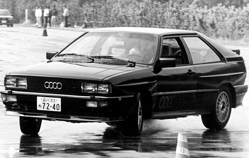 オンロードでもそのトラクション性能は異次元のもので、4WDは曲がらないというイメージを覆した