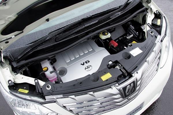 先代アルファードに搭載されたV6、3.5Lエンジンはチューンアップ版がロータス エヴォーラに搭載されるなどパワフル