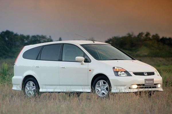 2000年に登場したストリームは2001年に車種別で3位となる約12万台を販売。トヨタのウィッシュとともにヒット車となったが、両車ともすでに生産中止となっている