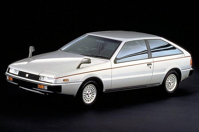 今見ても色褪せない先鋭的なデザインをまとって登場したピアッツァ。コンセプトカーの「アッソ・デ・フィオーリ」のデザインをほとんどそのまま生かした点も斬新だった