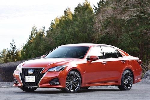 クラウンは1991年発売の9代目より全車3ナンバー化したが、国内専用モデルとして日本に特化した車作りを続けている