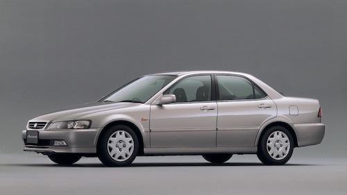 1997年発売の6代目アコード。3ナンバーだった前型とは一転、セダンは5ナンバーに回帰した