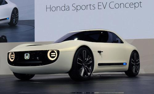 東京モーターショーで公開された「スポーツEVコンセプト」