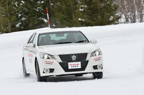 VRX2では従来品で感じた圧雪路での操舵に対するレスポンスの遅れが改善された