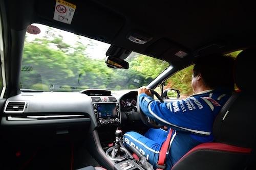 WRX STIとS4のシートはスポーツ走行でもホールド性能を確保しつつ、日常使いでも充分な快適性を誇る