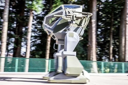 2足歩行するロボットを社員教育の一環で作ってしまうなんて凄い!!