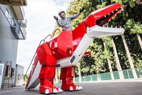 家族向けの4人乗り恐竜ロボもある!! ベストカーがメディア初公開。こちらは3つのタイヤで走行し、右左折は左右タイヤの逆回転でおこなう