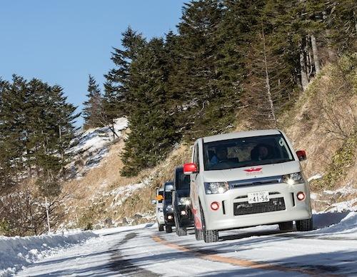 実は溶けかけの氷も怖い路面なのだ。そんななかでもデリカD:5の確実な4WD制御が光る