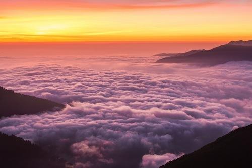 アウトドアの天候は運次第。何度も挑戦すればこんな雲海も見られるはず。※イメージ画像です(Shutterstock.com))