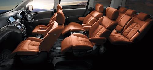 内装はタンレザーの上質感が特徴的。輸入車にも負けない完成度だ