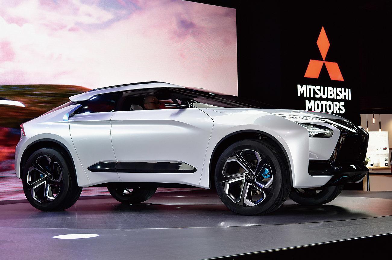 リアに新開発の「デュアルモーターAYC」を搭載し、どんな走行状況下でも安全で快適なドライビングを実現するという三菱e-EVOLUTION CONCEPT