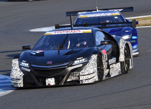 バトンはテストも精力的にこなす。いくらF1ドライバーとはいえ、GTへの転換はかなり大変な部分も多そうだ