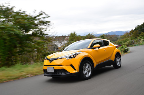 トヨタの国内販売を押し上げたC-HR。2017年累計で11万台超を販売し、登録車で4位と新たな人気車に