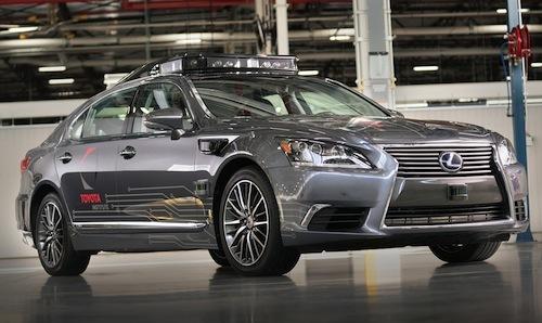 実際にトヨタは自動運転の実験を続けているが、eパレットと同じタイミングで新たな自動運転実験車両を公開した