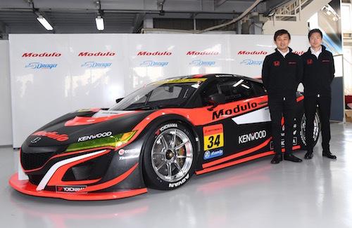 ドライバーの道上選手(左)と大津選手。師弟関係のドライバーは多いが同じチームに新マシンで参戦は珍しい
