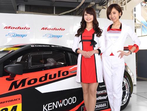 チームに帯同するのは4年目の水村リアさん(左)、そして安藤麻貴さん、そして生田ちむさん(欠席)。人気レースクイーン勢ぞろい