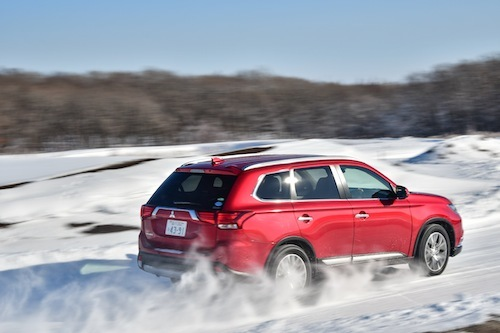 現行モデルはモーターの特性をうまく使って曲げる4WDになっている