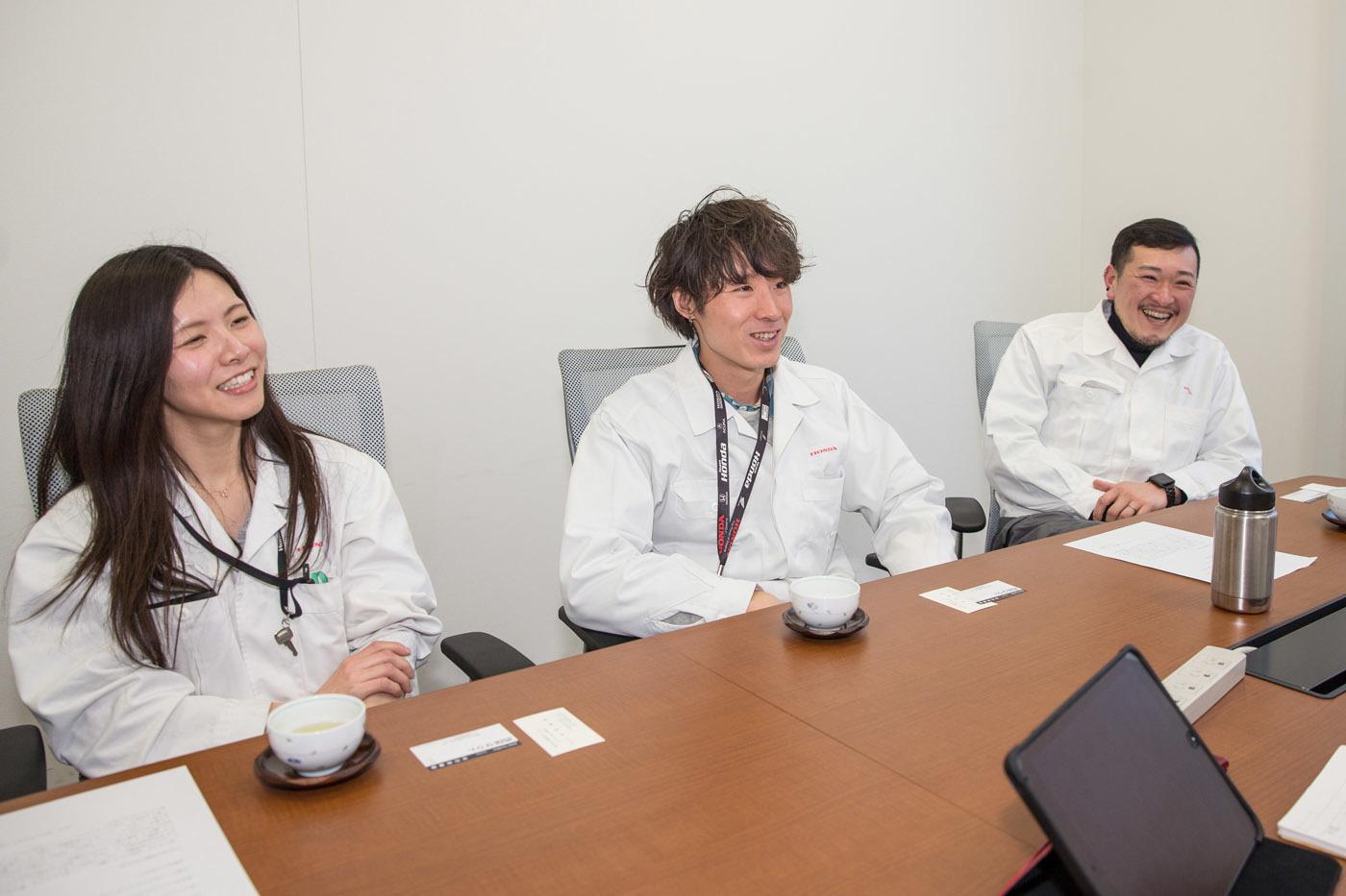 右からホンダアクセスの高橋氏、山田氏、竹腰氏(浜田氏は「自分は裏方なので……」と顔出しなし)