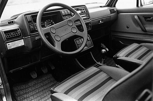 '87年3月に発売された当時は左ハンドル5MTのみだった