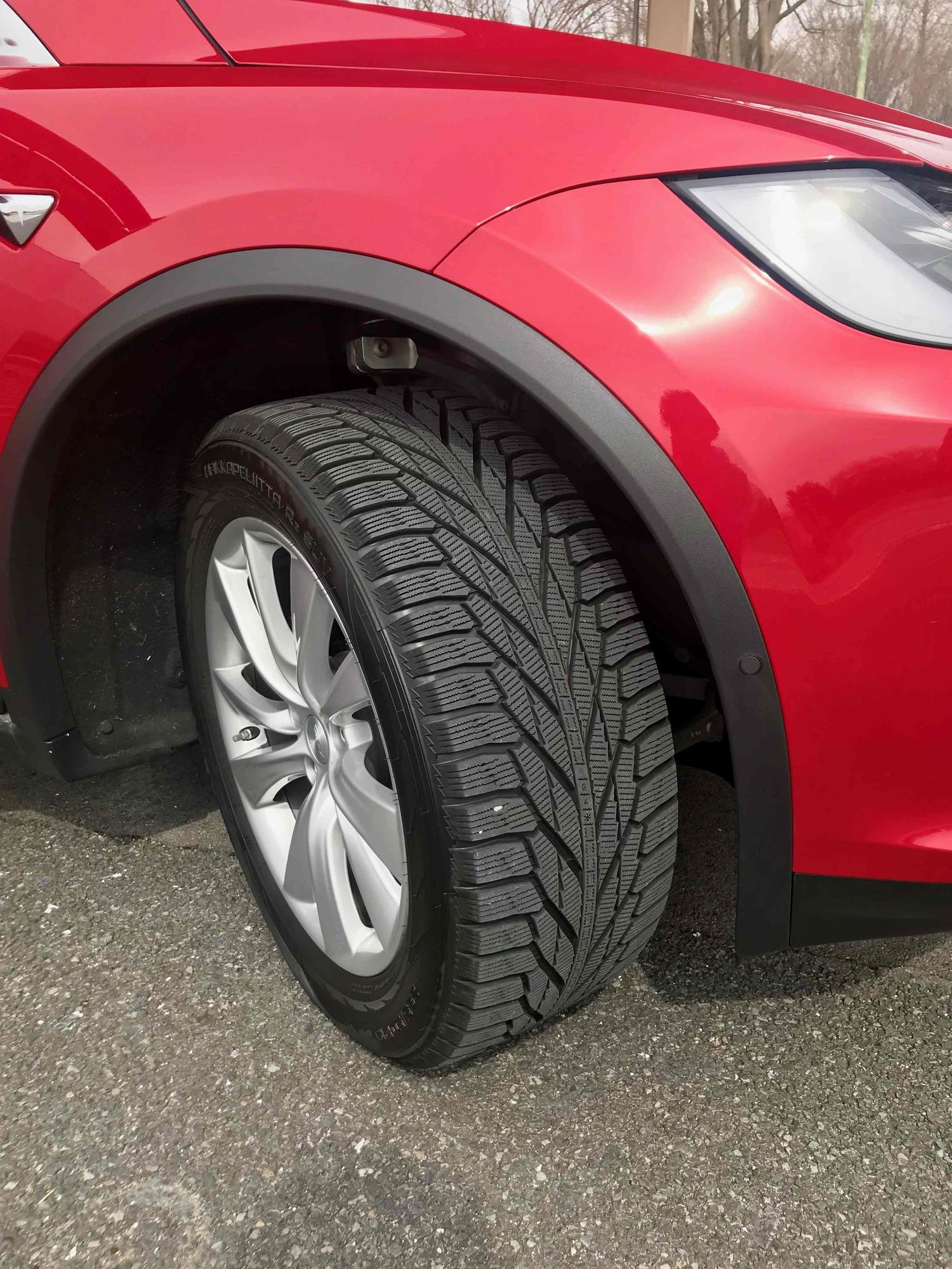 フィンランドのタイヤメーカー「ノキアン」製のスタッドレスタイヤ「ハッカペリッカR2」