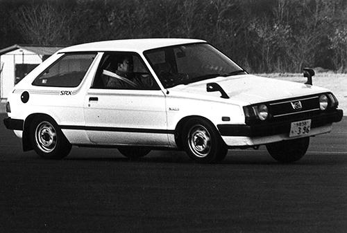 秋に追加のレオーネスイングバックは1.3L(72ps/10.0kgm)もラインアップ。ツーリングワゴン(バンはあった)の追加は'81年8月のことだ。写真は1.6L SRX