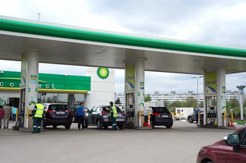 ロシアのガソリンスタンド。見た目はキレイだが、オクタン価=80のガソリンを売ってるかも