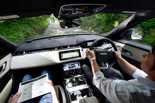 レンジローバーに加わった第4のモデルはアヴァンギャルド。内装はまるで高級家具だ。ガソリンの3ℓモデルは最高出力/最大トルク:380㎰/50.0kgm