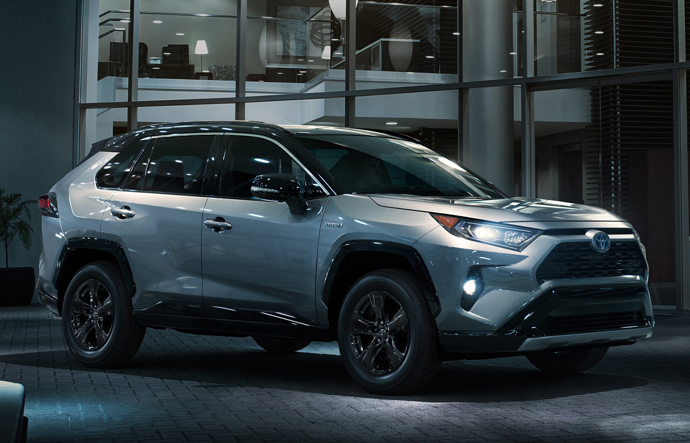 3月のニューヨークショーで北米モデルが公開された新型RAV4。ここで「2019年春に発売」とトヨタから発表された
