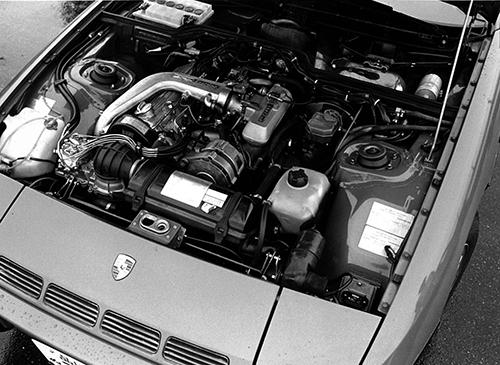 こちらは924ターボのエンジン。924ターボは1980年にラインアップされ、翌年すぐに150psから160psにパワーアップされている