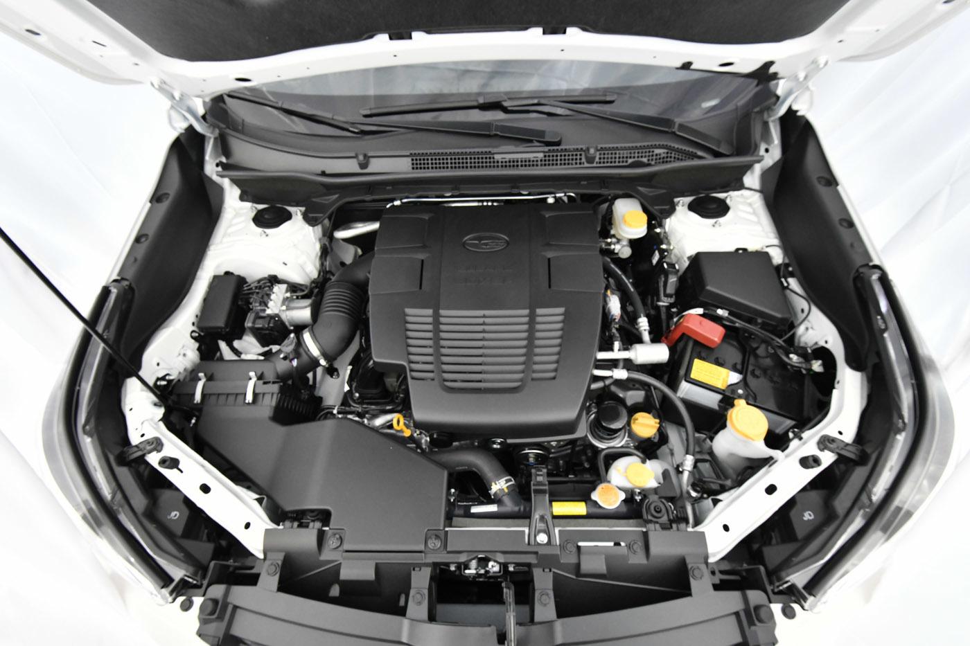 エンジンは、現行型の海外仕様に用意されていたFB25型2.5L水平対向4気筒NAエンジンを改良。直噴化され、90%新設計だという