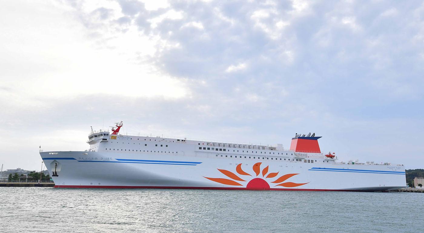 「さんふらわあ」は全長199.7m、全幅27.2m、旅客定員590名、1万3816トン、航海速力24ノット。2基のV14気筒ディーゼルエンジンとモーターのCRP推進システムを持つハイブリッド船